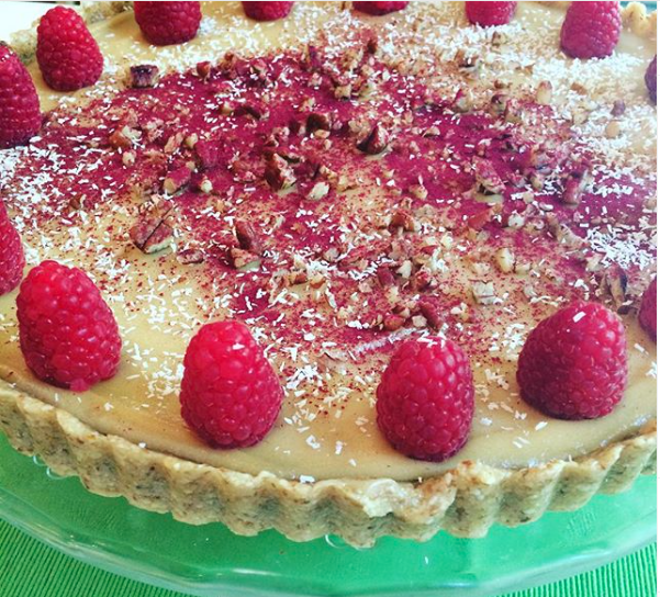 "Raspberry tart with cashew ""mascarpone"""
